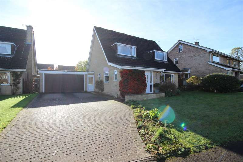 4 Bedrooms Detached House for sale in Fitzmaurice Close, Derry Hill