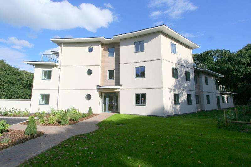 2 Bedrooms Flat for sale in Park View, Frinton on Sea