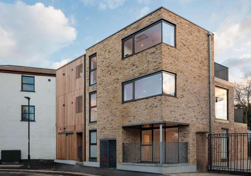 1 Bedroom Apartment Flat for sale in Vicarage Road, Hampton Wick, KT1