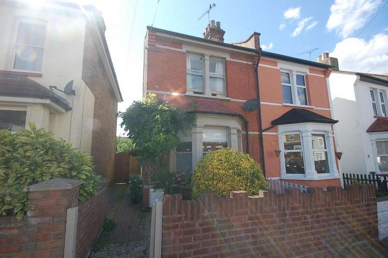 2 Bedrooms Semi Detached House for sale in Leighville Grove, Leigh-On-Sea