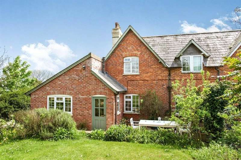 3 Bedrooms Semi Detached House for sale in Old Sarum Farm Cottage, Castle Road, Salisbury, Wilts
