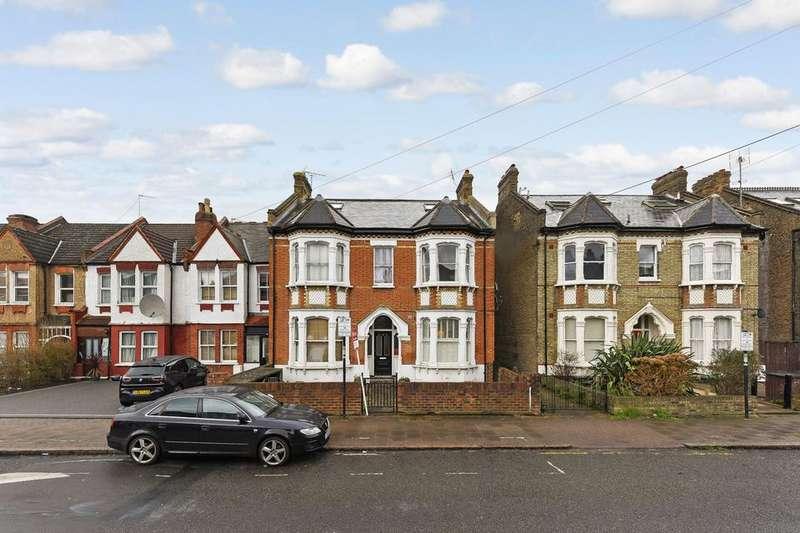 2 Bedrooms Flat for sale in Longley Road, London SW17