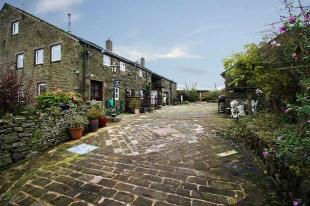 3 Bedrooms Semi Detached House for sale in Extwistle Road, Burnley, Lancashire, BB10 3PF