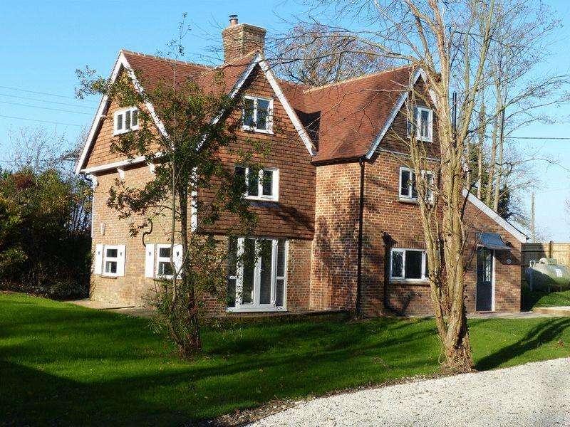 5 Bedrooms Detached House for sale in Woolpack Corner, Biddenden