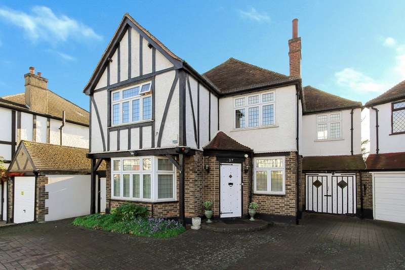 4 Bedrooms Detached House for sale in Oakleigh Gardens, Edgware, HA8