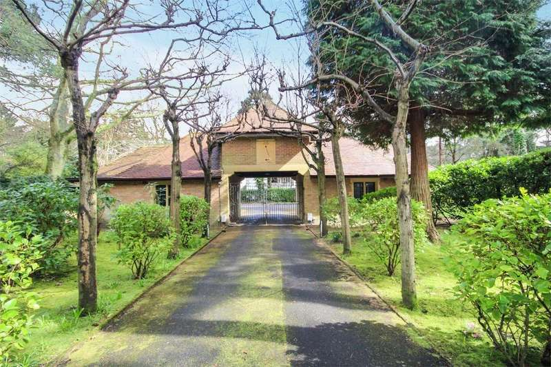 3 Bedrooms Flat for sale in The Gateway, 2 Wilderton Road West, Branksome Park, Poole, Dorset