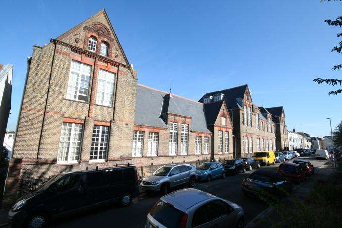 2 Bedrooms Apartment Flat for sale in Hanover Lofts, Finsbury Road, Brighton BN2