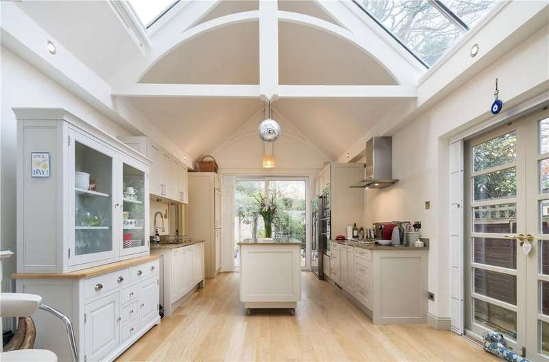 4 Bedrooms Flat for sale in Flat 1, Goldhurst Terrace, South Hampstead, London, NW6
