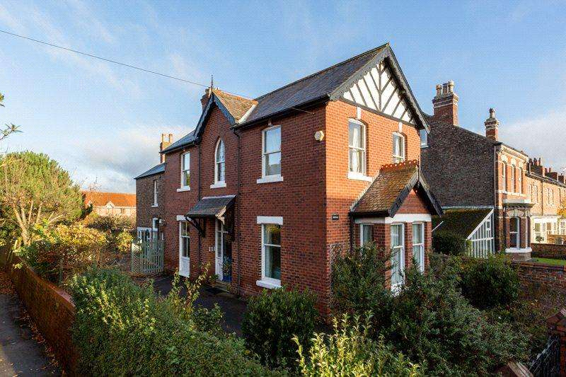 4 Bedrooms Detached House for sale in East Parade, York, YO31