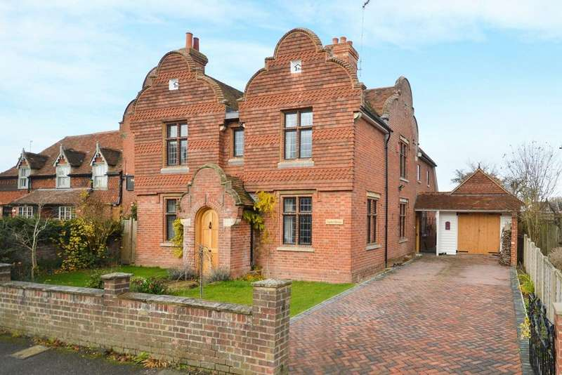 5 Bedrooms Detached House for sale in Great Chart, TN23