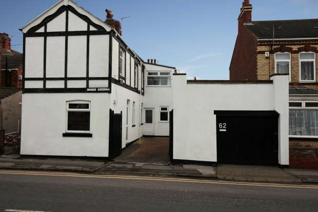 3 Bedrooms Detached House for sale in Arthur Street, Withernsea, North Humberside, HU19 2AU