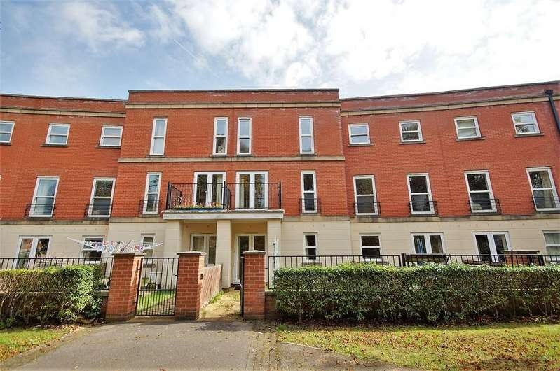 4 Bedrooms Town House for sale in Cambrai Close, Lincoln