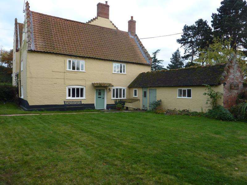 3 Bedrooms Cottage House for rent in Old Hall Cottage, Ringsfield