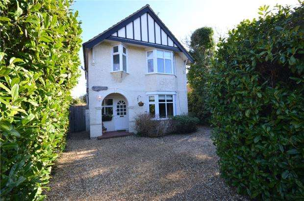 4 Bedrooms Detached House for sale in Atbara Road, Church Crookham, Fleet