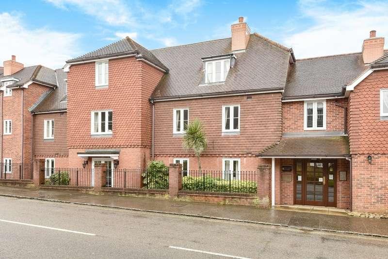 2 Bedrooms Flat for sale in Pegasus Court, Billingshurst, RH14