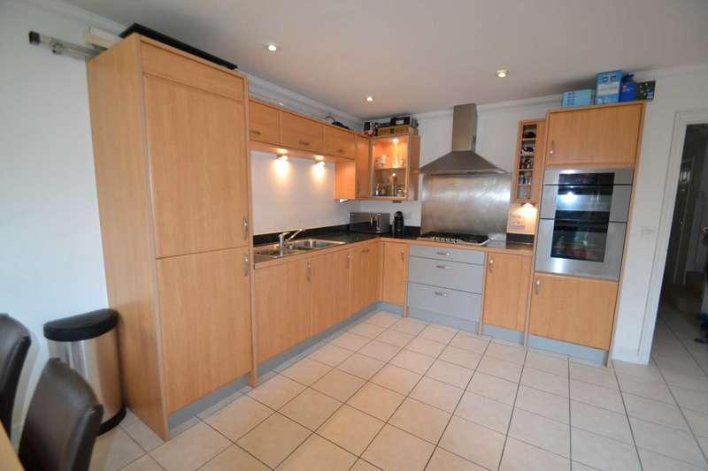 4 Bedrooms Town House for rent in Saville Close, Epsom, KT19 8AF