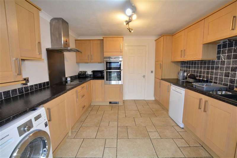 5 Bedrooms Property for sale in Dale Court, Pontefract, WF8