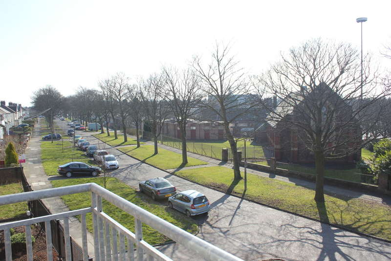 2 Bedrooms Flat for rent in Forbes House, Score Lane, Childwall, Liverpool