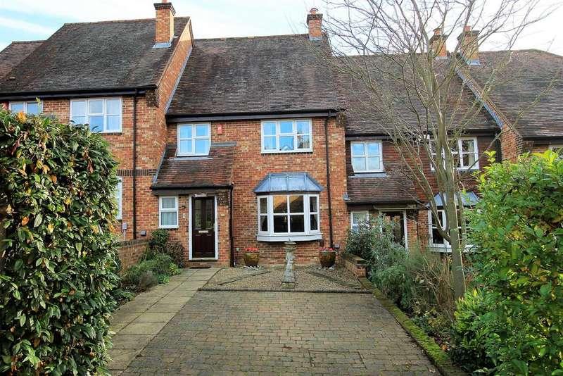 3 Bedrooms Terraced House for sale in Lodge Gardens , Harpenden , Hertfordshire , AL5 4JE