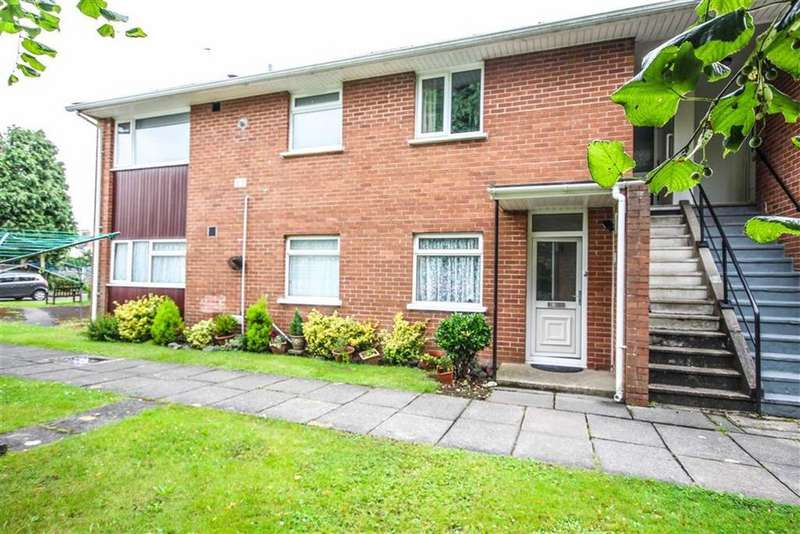 3 Bedrooms Apartment Flat for sale in Amroth House, Bishops Close, Whitchurch, CARDIFF