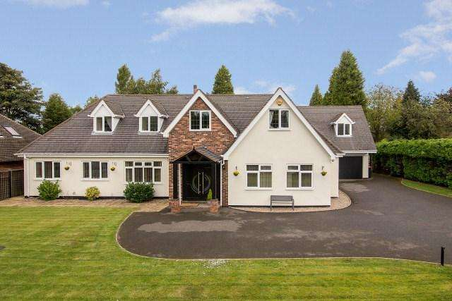 5 Bedrooms Detached House for sale in Newick Avenue, Little Aston