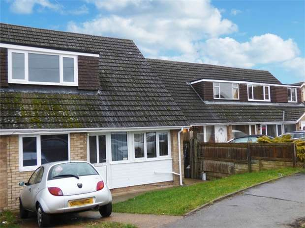 3 Bedrooms Semi Detached House for sale in Grosvenor Way, Barton Seagrave, Kettering, Northamptonshire