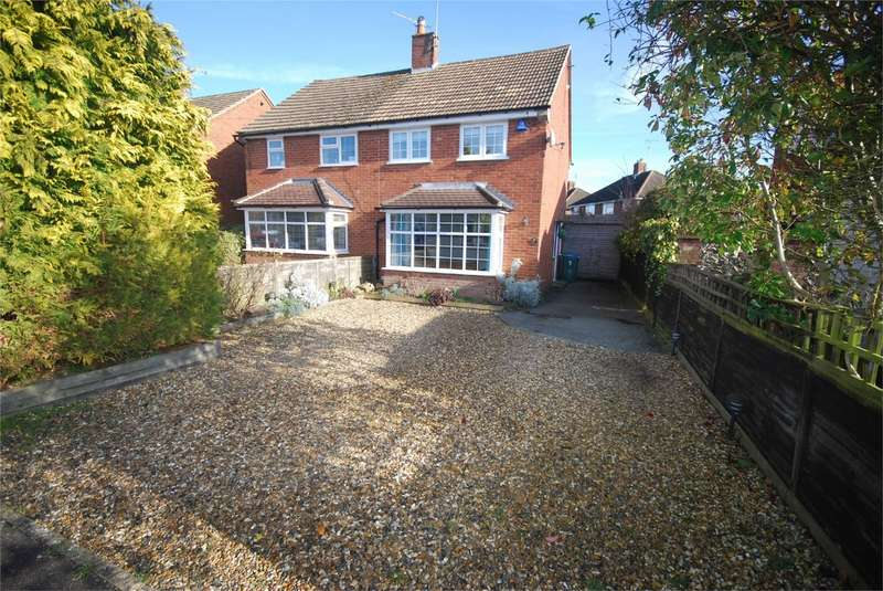 2 Bedrooms Semi Detached House for sale in Carrington Crescent, Wendover, Buckinghamshire