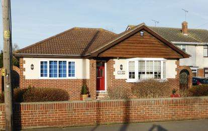 3 Bedrooms Bungalow for sale in Benfleet, Essex, .