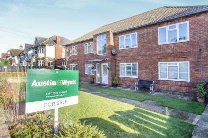 2 Bedrooms Flat for sale in 2a Harewood Avenue, Bournemouth, Dorset