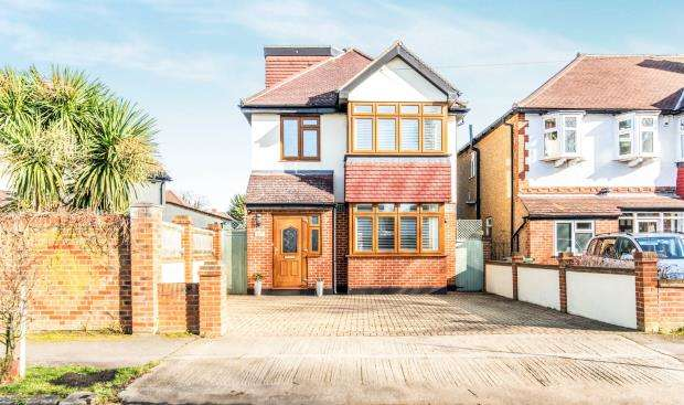 3 Bedrooms Detached House for sale in Worcester Park, Surrey, .