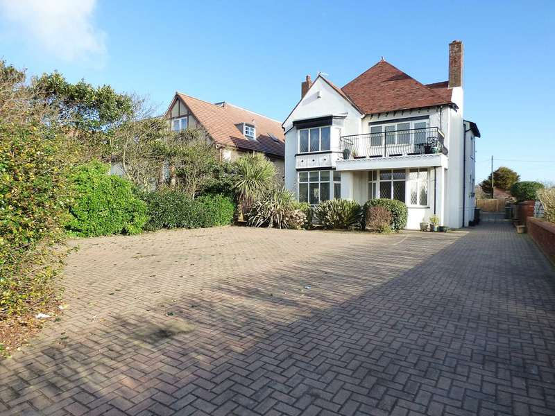5 Bedrooms Detached House for sale in Clifton Drive North, St Annes