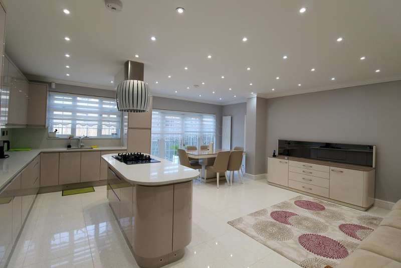 4 Bedrooms Semi Detached House for rent in Arlington Road, South Gate, London, UK, N14 5AT