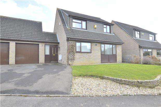 3 Bedrooms Detached House for sale in Pullar Close, Bishops Cleeve, GL52