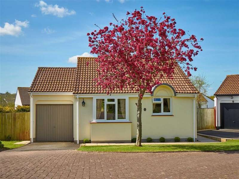 2 Bedrooms Bungalow for sale in Dewberry Drive, Roundswell, Barnstaple, Devon, EX31
