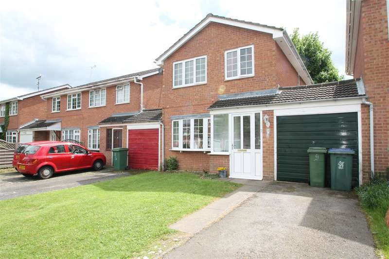3 Bedrooms Detached House for sale in Hare Close, Buckingham