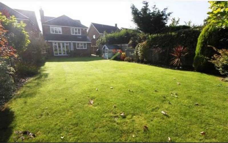 4 Bedrooms Detached House for sale in The Vale, Billericay