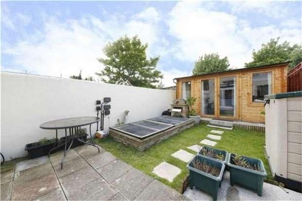 3 Bedrooms Terraced House for sale in Oak Grove Road, Penge, London