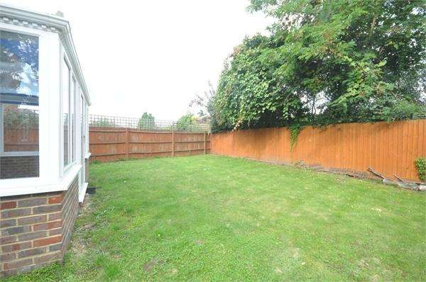 4 Bedrooms Detached House for sale in Knights Close, WEST MOLESEY, Surrey