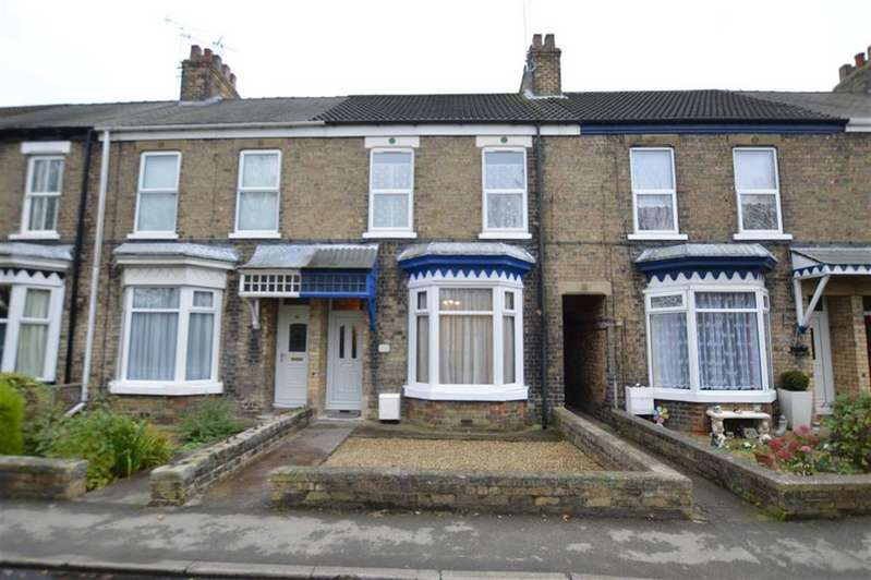 3 Bedrooms Terraced House for sale in Marlborough Avenue, Hornsea, East Yorkshire