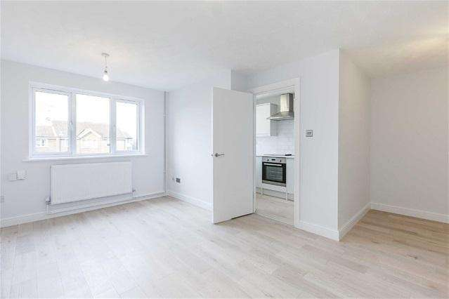 1 Bedroom Flat for sale in Greenpond Close, Walthamstow