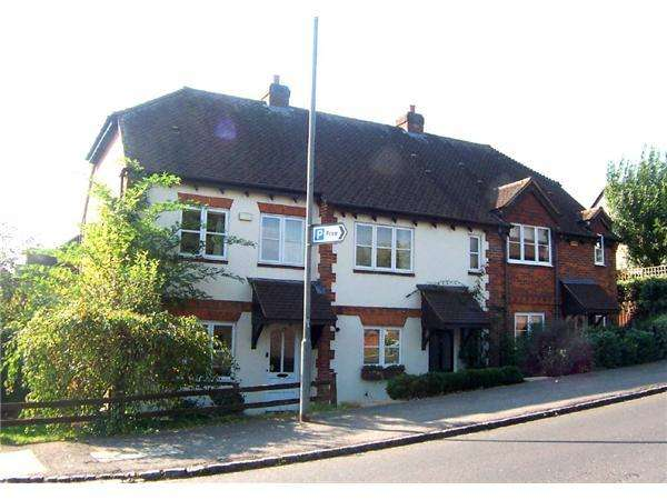 2 Bedrooms Semi Detached House for rent in Wooburn Green