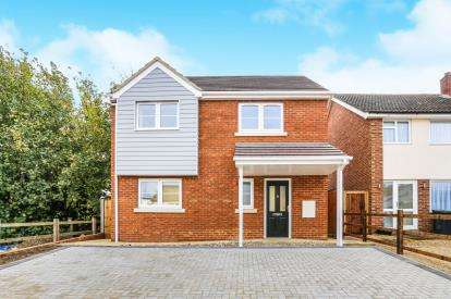 3 Bedrooms Detached House for sale in Silver End Road, Haynes, Bedfordshire, England