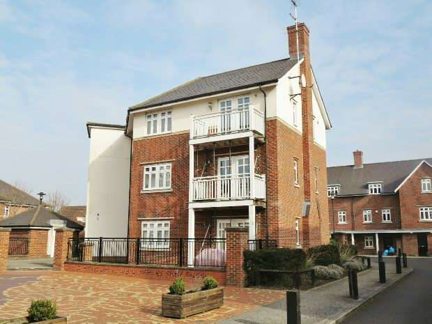 2 Bedrooms Maisonette Flat for sale in Gabriels Square, Lower Earley, Reading