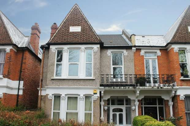 2 Bedrooms Maisonette Flat for sale in Inchmery Road, London, Greater London, SE6 1DF