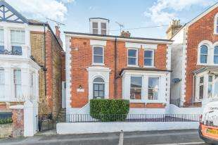 4 Bedrooms Detached House for sale in Jersey Road, Strood, Kent