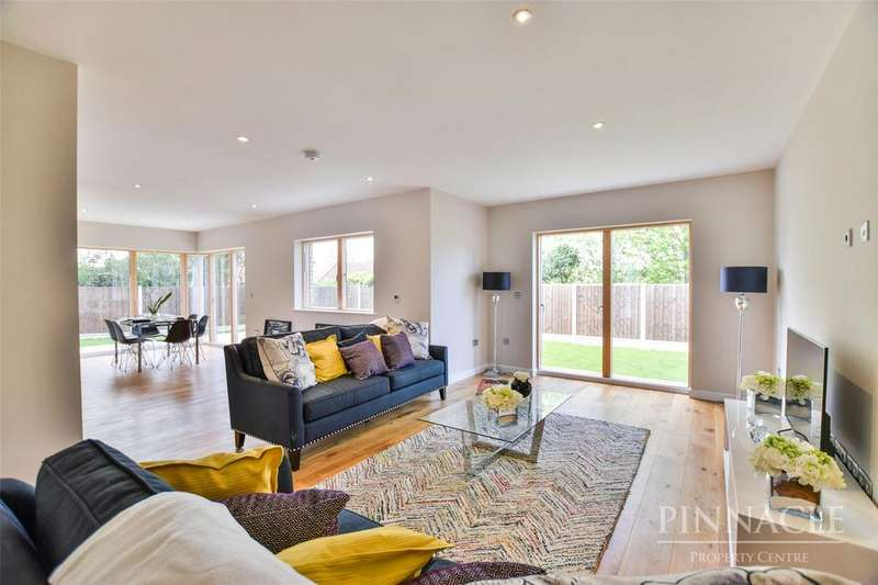 5 Bedrooms Detached House for sale in Green Court, Leigh-On-Sea, Essex, SS9