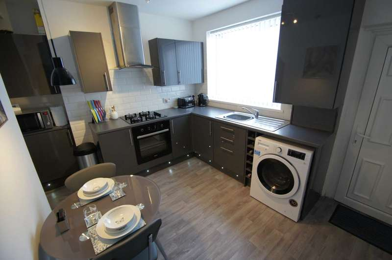 2 Bedrooms Terraced House for sale in Catherine Street East, Horwich