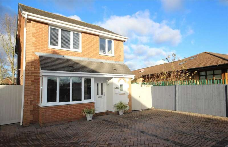 3 Bedrooms Detached House for sale in Kingfisher Close, Bradley Stoke, Bristol, BS32