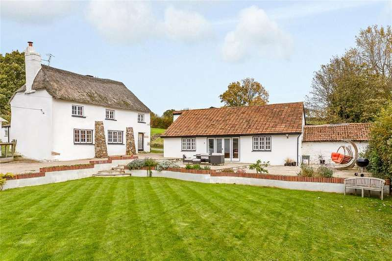 4 Bedrooms Detached House for sale in Doddiscombsleigh, Exeter, Devon