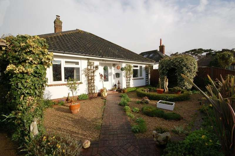 3 Bedrooms Chalet House for sale in Hadley Road, Sheringham